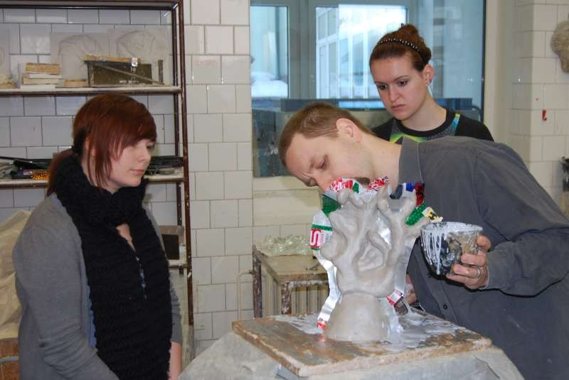 Czech teachers and students hep German students with molds